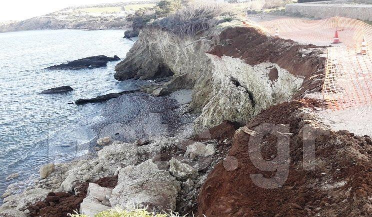 Πάρος: Παραλιακός δρόμος έπεσε στη θάλασσα! (Βίντεο)